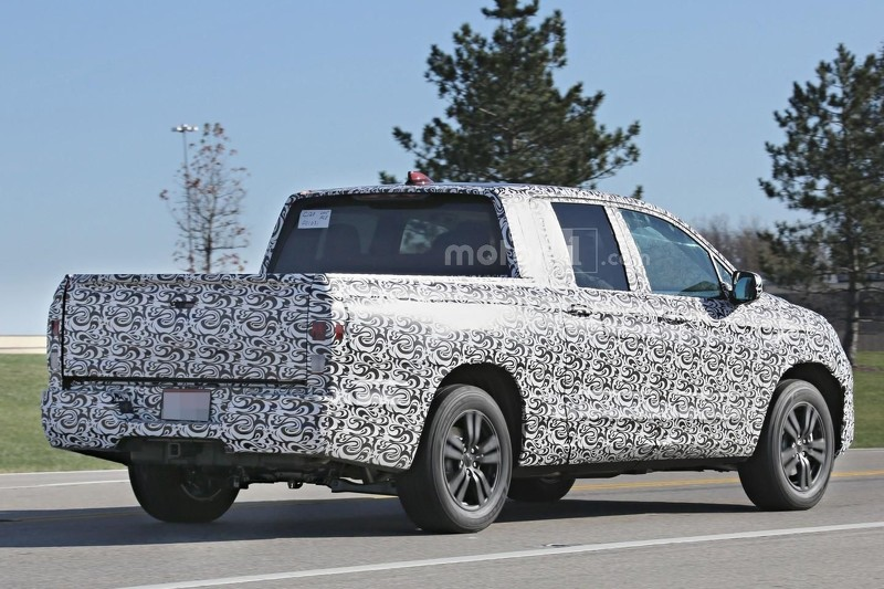 2017-honda-ridgeline-spy-photo (1)