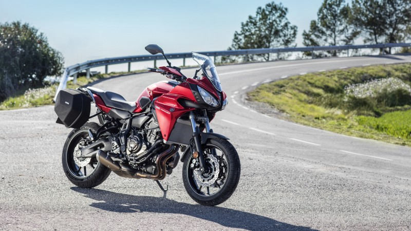 2016 Yamaha MT07TR EU Radical Red Static 009