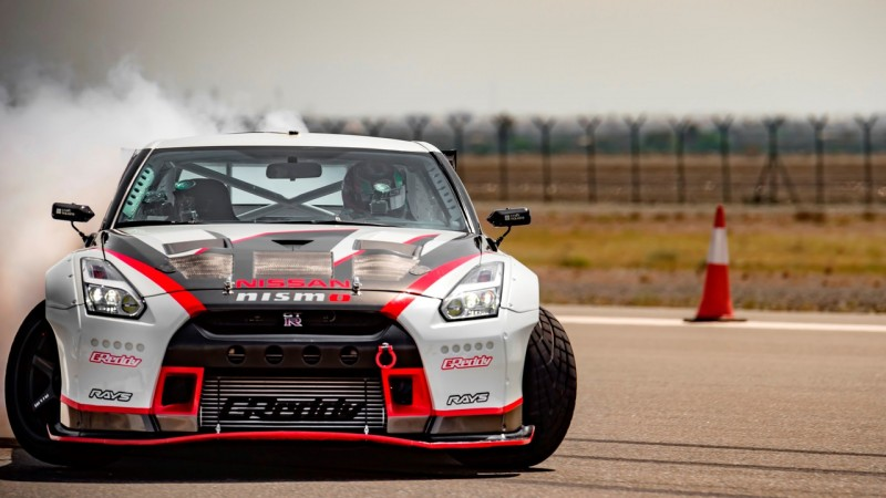 2016 Nissan Gt R Nismo Breaks The Guinness World Records Title For Fastest Drift (1)