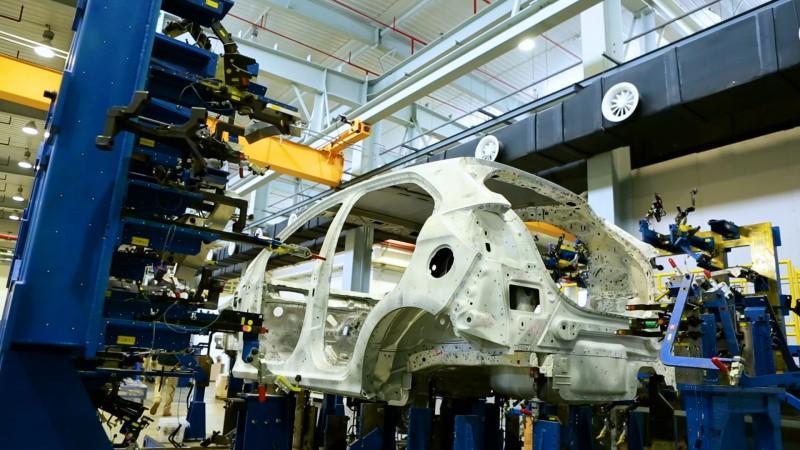 สร้างรถยนต์ในโลกเสมือนจริง: เรื่องราวของหุ่นยนต์รูบี้และโมเดล 3 มิติ
