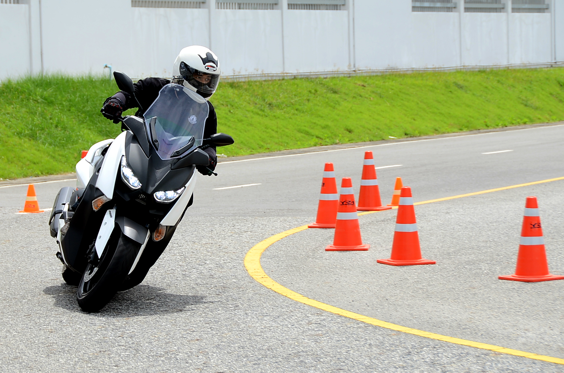 First Ride Yamaha Xmax 300 : Nothing But The Max