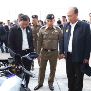 """09 """"นายกฯ"""" ตรวจความพร้อมไทยจัดโมโตจีพี เยี่ยมพิทสัมผัสการทำงานทีมยามาฮ่า"""