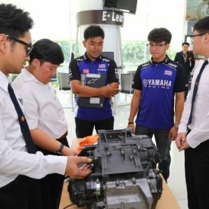 11 ยามาฮ่ามอบเครื่องยนต์ YZF R6 สนับสนุนนักศึกษา ม.ธรรมศาสตร์.txt