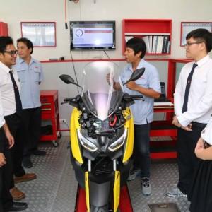 13 ยามาฮ่ามอบเครื่องยนต์ YZF R6 สนับสนุนนักศึกษา ม.ธรรมศาสตร์.txt