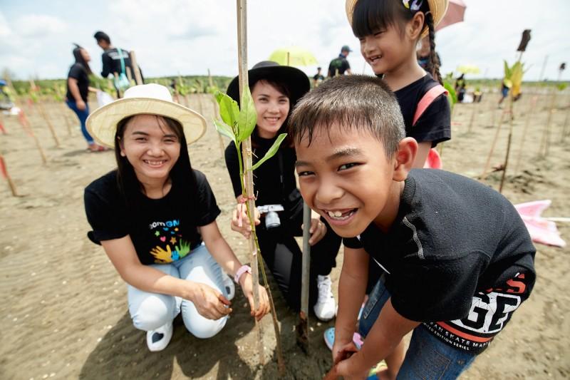 Mangroves Planting 4