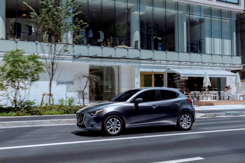 Mazda2_MY2018_Machine Gray_2