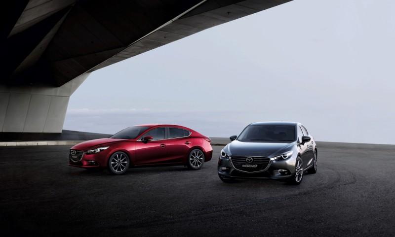 Mazda3_MY2018_Machine Gray_1