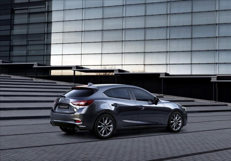 Mazda3_MY2018_Machine Gray_2