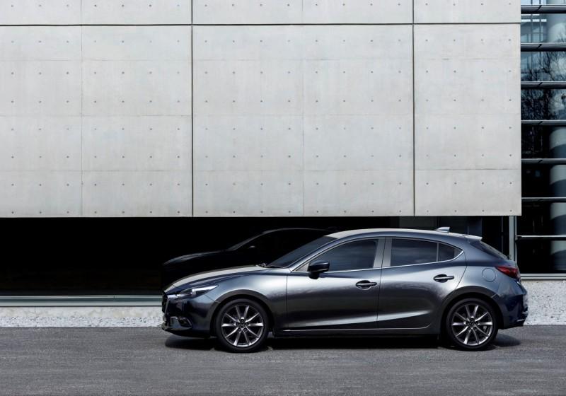 Mazda3_MY2018_Machine Gray_3