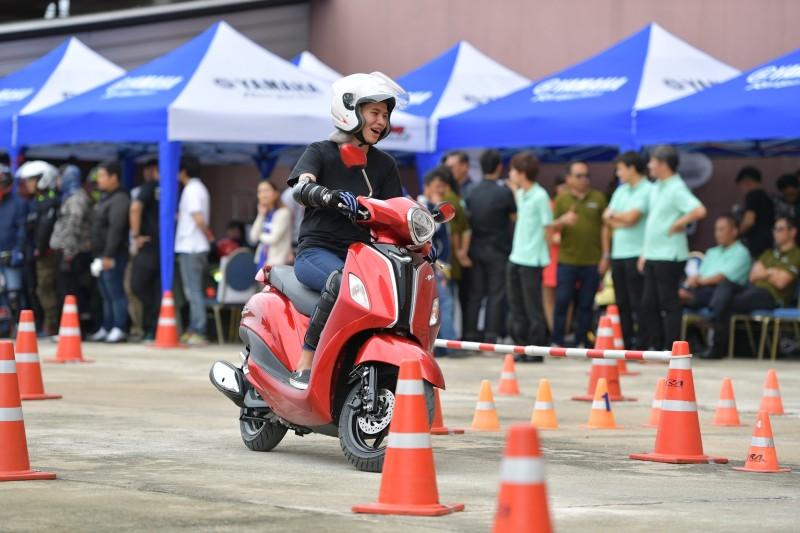 """09  ยามาฮ่าเปิดตัวรถจักรยานยนต์ """"แกรนด์ ฟีลาโน่ ไฮบริด"""""""