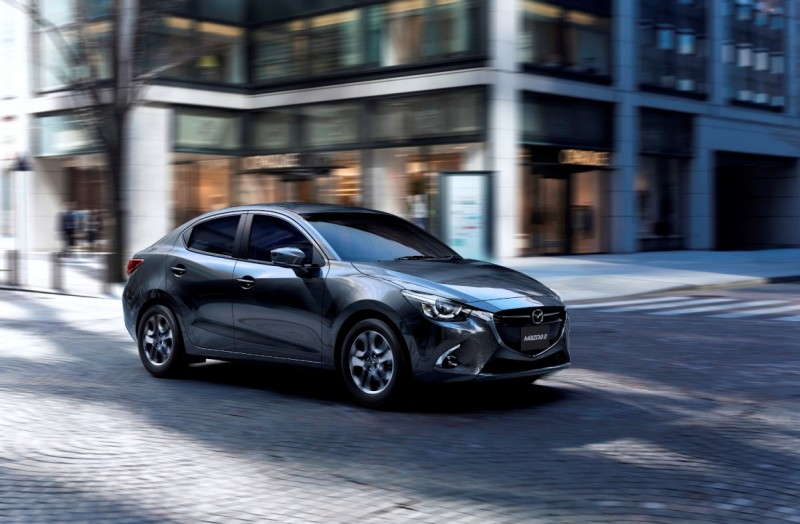 Mazda2_MY2018_Machine Gray_1