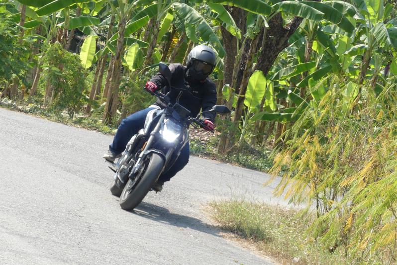 ลองขี่ CF Moto 250 NK สตรีทไบค์รุ่นใหม่ที่ไม่ธรรมดา!!!