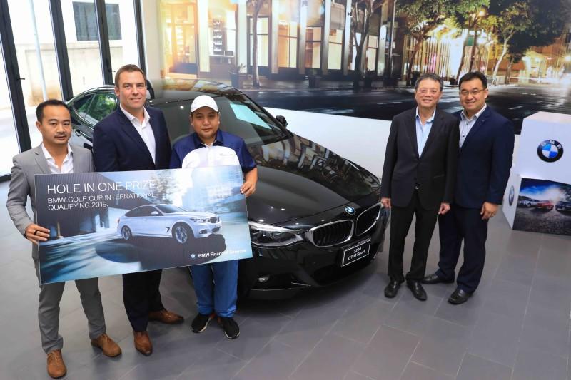 บีเอ็มดับเบิลยู ไฟแนนเชียล เซอร์วิส ประเทศไทย มอบรางวัลรวมมูลค่ากว่า 2 ล้านบาทแก่ สองนักกอล์ฟมือสมัครเล่นผู้หวดโฮล-อิน-วัน ในการแข่งขัน BMW Golf Cup International 2019 รอบคัดเลือก