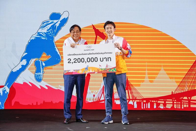 (ซ้ายไปขวา) นายพิชัย ชุณหวชิร รองประธานกรรมการ คณะกรรมการโอลิมปิคแห่งประเทศไทย  และ มร.ชิน นาคามิชิ ผู้อำนวยการสายงานการตลาดและกลยุทธ์บริษัท บริดจสโตนเซลส์ (ประเทศไทย) จำกัด