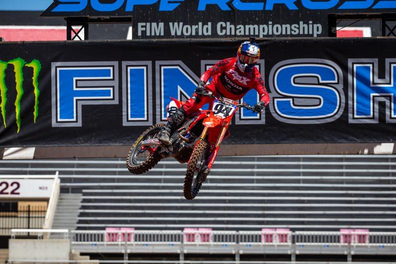 """""""ร็อคเซ่น"""" ฟอร์มโหด ควบ CRF450R ผงาดแชมป์ AMA Supercross เมืองลุงแซม"""