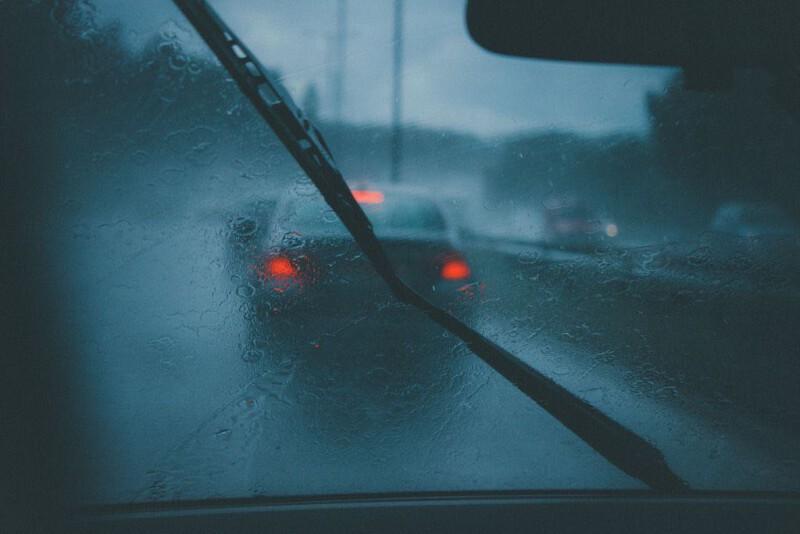 วิธีขจัดฝ้า ออกจากกระจกรถแบบเร่งด่วน ด้วยวิธิง่ายๆ