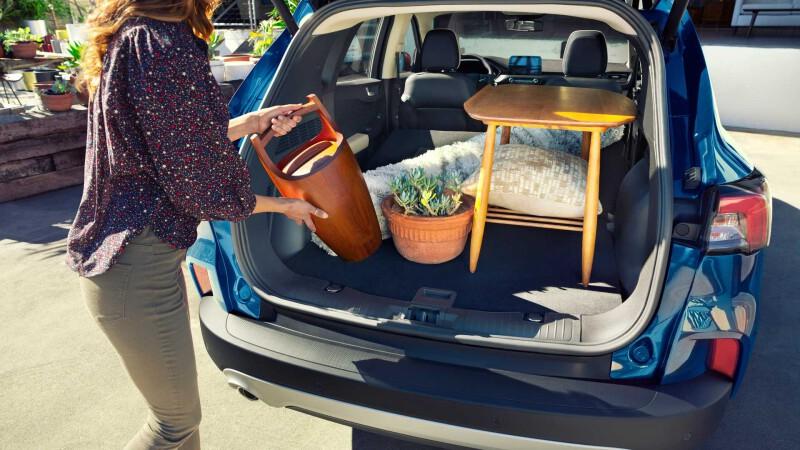 2020-ford-escape-plug-in-hybrid01