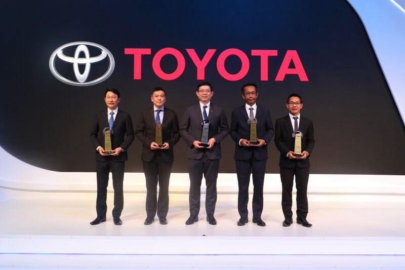 """โตโยต้ารับรางวัล """"ธุรกิจยานยนต์ยอดนิยมแห่งปี 2563"""" TAQA: Thailand Automotive Quality Award 2020"""