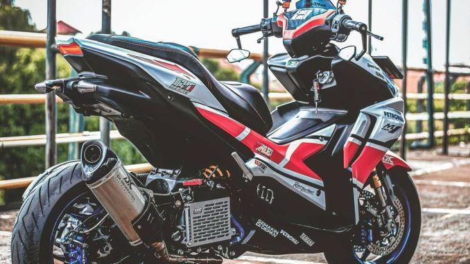 Yamaha AEROX 2021 แต่งสุดมันส์ด้วยลาย 50 Th Anniversary