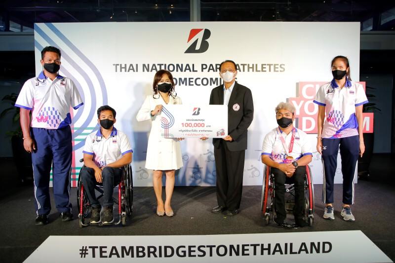 """บริดจสโตน ร่วมยินดี 4 นักกีฬาพาราลิมปิกทีมชาติไทย  พร้อมส่งมอบ 100,000 บาท จากแคมเปญ """"1 กำลังใจให้ยกกำลัง 10"""" เพื่อ """"มูลนิธิเมาไม่ขับ"""""""
